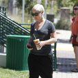 PInk se balade sans sa fille ni son mari Carey Hart à Malibu le 1e août 2011