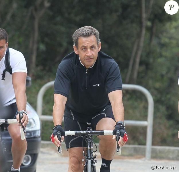 Nicolas Sarkozy à velo, normal.