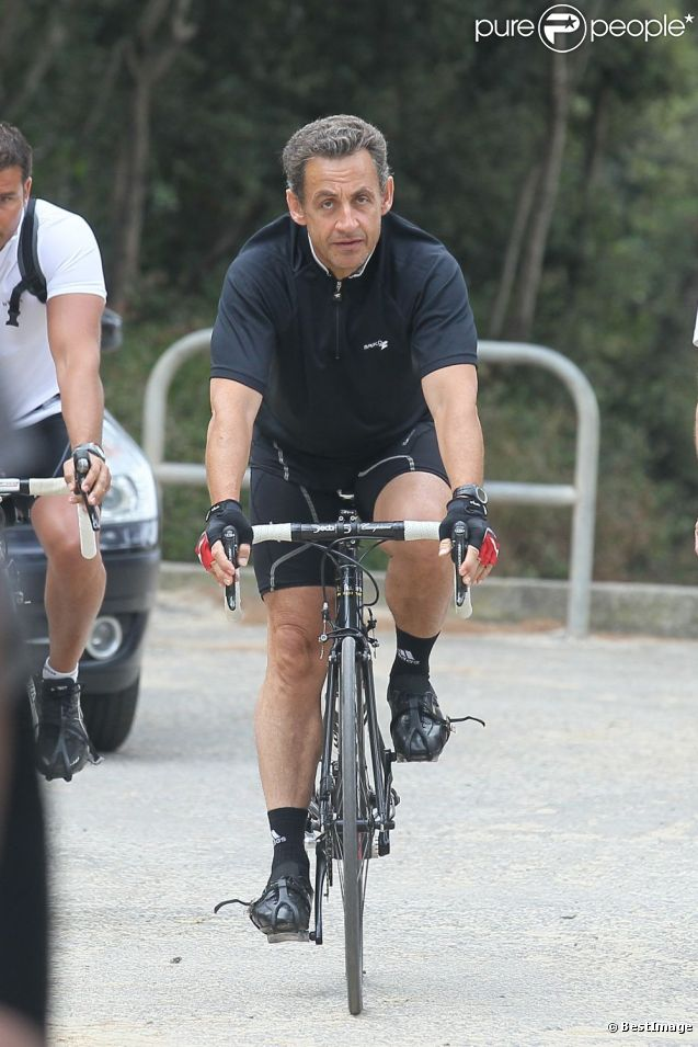 Nicolas Sarkozy à velo, normal.