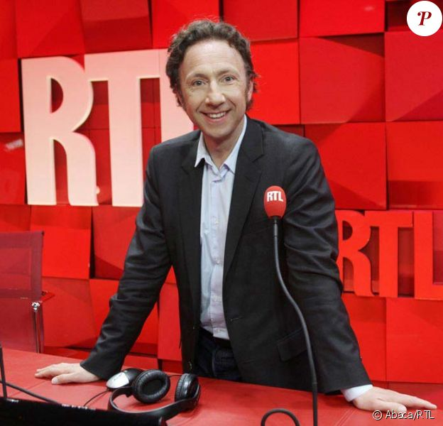 Stéphane Bern pose dans les studios de sa nouvelle maison RTL, juin 2011.