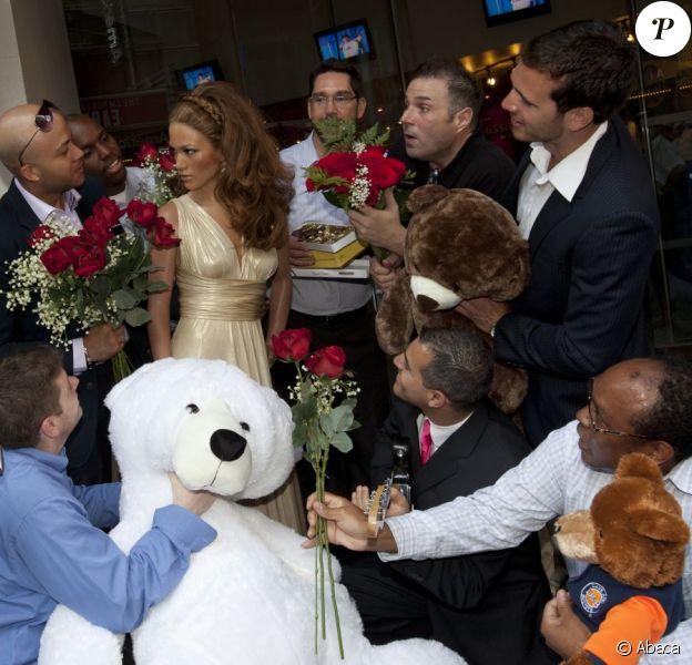 Jennifer Lopez a désormais sa poupée de cire au célèbre musée Madame Tussauds à New York le 2 août 2011