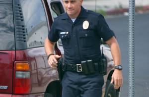 Jake Gyllenhaal : Sexy en policier armé et crâne rasé, il ne faut pas l'embêter