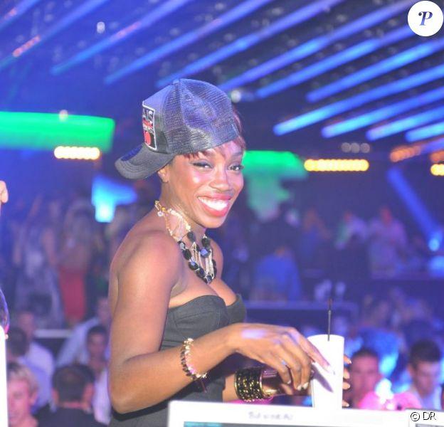Estelle au Palais Club à Cannes le 30 juillet 2011