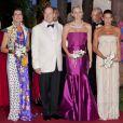 Stéphanie, Caroline, Albert de Monaco et Charlene au 63e bal de la Croix-Rouge, le 5 août 2011.