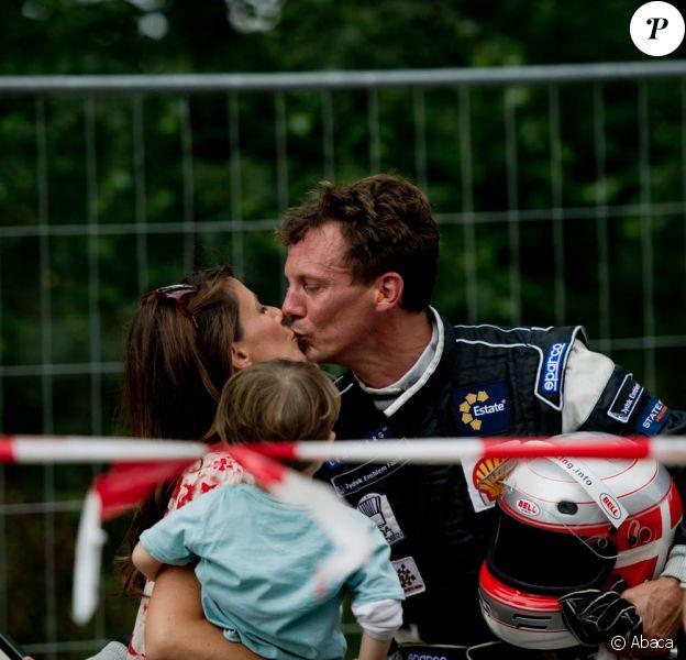 Un baiser de sa princesse Marie et l'admiration de son petit prince Henrik, suffisant pour réconforter le prince Joachim ! Comme chaque année au premier week-end d'août, le prince Joachim de Danemark disputait le 6 août 2011 l'épreuve Royal Pro-Am du Grand Prix Historique de Copenhague. Cette année, encore, il a dû abandonner, sous le regard de son épouse la princesse Marie, de leur petit Henrik, 2 ans, et de ses fils NIkolai (9 ans) et Félix (bientôt 12 ans).