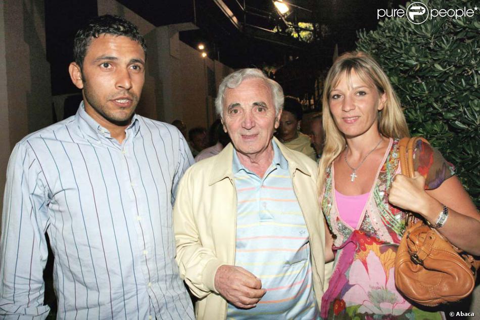 Exceptionnel Charles Aznavour entouré de sa fille Katia et de son gendre, à  AB92