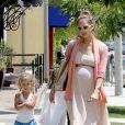 Jessica Alba a accouché d'une seconde petite fille, Haven Garner, le 13 août 2011 ! Ici avec sa fille Honor en juillet 2011 à Los Angeles