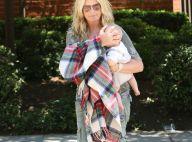 Penny Lancaster : Pause tendresse avec bébé pour la superbe mère poule