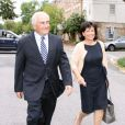 Dominique Strauss-Kahn et Anne Sinclair, après leur visite au FMI, de retour à leur domicile de Washington, le 29 août 2011.
