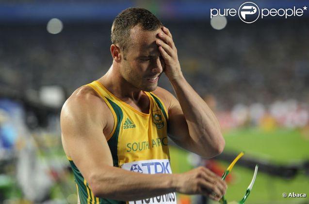 Oscar Pistorius, athlète handicapé, déçu après son élimination en demi-finale du 400m aux championnats du monde d'athlétisme de Daegu en Corée du Sud le 28 août 2011