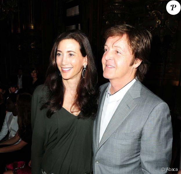 Paul McCartney et Nancy Shevell, à Paris, le 4 octobre 2010