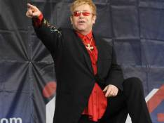 Elton John fait un lâcher de piano sur Monaco...