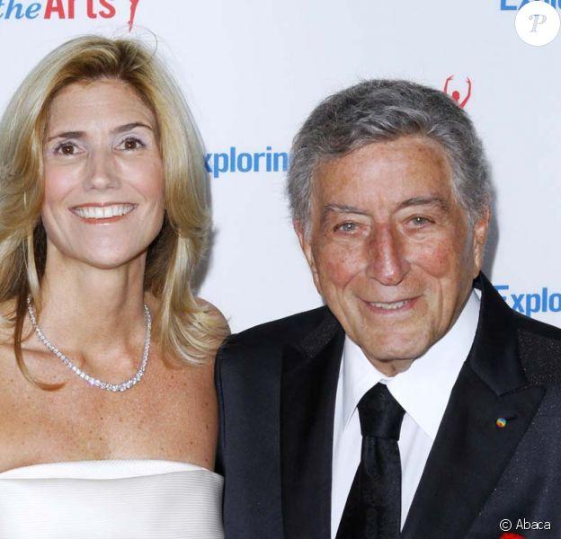 Tony Bennett, accompagné de sa femme Susan, célèbre son 85e anniversaire et la sortie de l'album Duets II sur la scène de l'Opera de New York, le 18 septembre 2011.