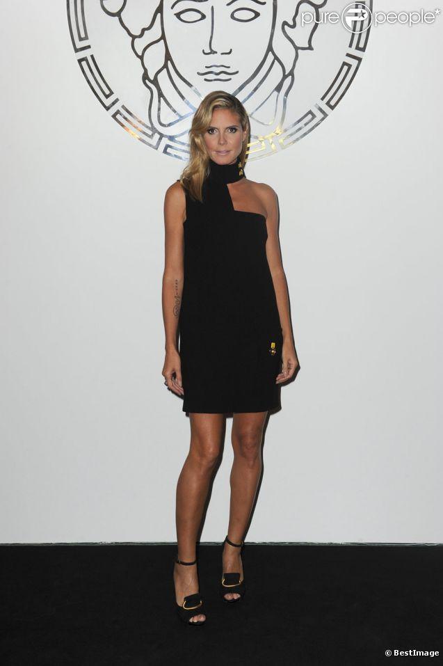 Heidi Klum lors du défilé Versace à l'occasion de la Fashion Week à Milan, le 23 septembre 2011.