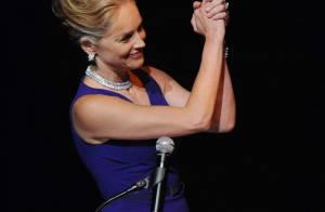 Sharon Stone, sublime à 53 ans, fait une promesse à Elizabeth Taylor