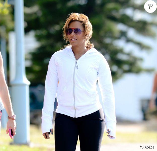 Mel B s'entraîne avec son coach perso sur une plage de Sydney pour perdre des kilos après la naissance de sa fille. Le 30 septembre 2011