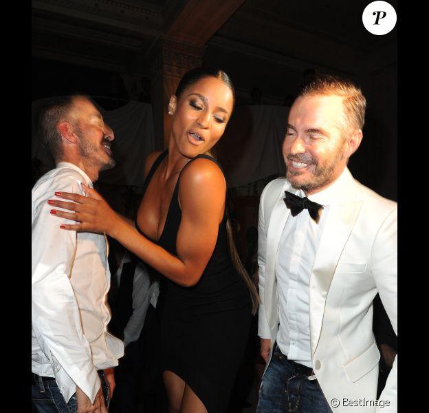 Ciara en pleine folie entourée de Dean et Dan Caten à l'occasion de la soirée Dsquared à Paris le 2 octobre 2011
