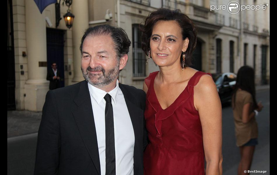 In s de la fressange et son compagnon denis olivennes arrivent l 39 ambassade d 39 italie paris o - Mari d ines de la fressange ...
