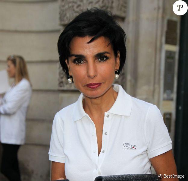 Rachida Dati arrive à l'ambassade d'Italie à Paris où est célébré le lancement de la collection Signature de Tod's. Le 2 octobre 2011
