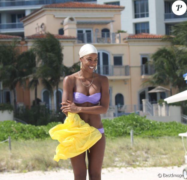 Kelly Rowland sur la plage de Miami le 5 octobre 2011