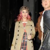 Katy Perry tente d'être branchée devant ses fans londoniens... C'est pas gagné !