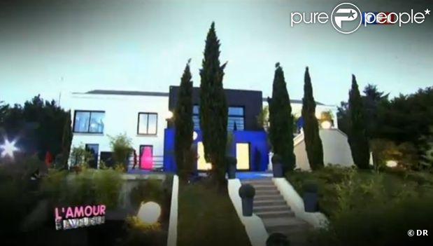 la maison dans la bande annonce de l 39 amour est aveugle sur tf1. Black Bedroom Furniture Sets. Home Design Ideas
