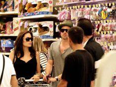VIDEO EXCLUSIVE et PHOTOS  : Brad Pitt et Angelina Jolie achètent des... joujoux !