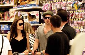 VIDEO EXCLUSIVE et PHOTOS  : Brad Pitt et Angelina Jolie achètent des... joujoux !