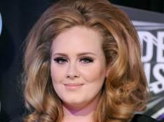 Adele annule tout jusqu'à la fin de l'année et doit se faire opérer