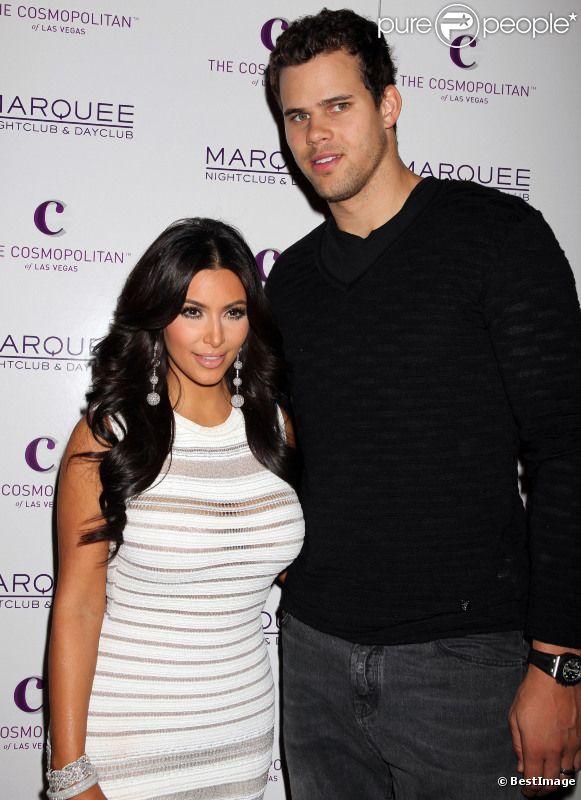 Kim Kardashian et Kris Humphries lors de l'anniversaire de Kim au Marquee à Las Vegas en octobre 2011