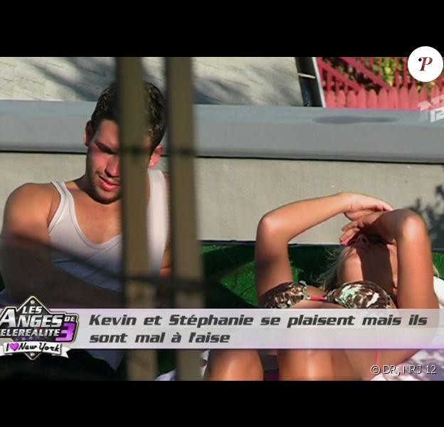 Kevin et Stéphanie discutent dans les Anges de la télé-réalité 3, vendredi 4 novembre 2011 sur NRJ 12
