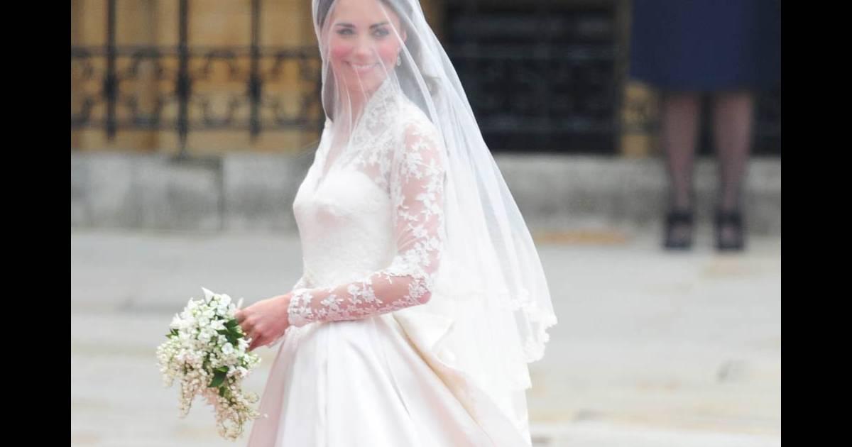 La robe de mari e de kate middleton chef d 39 oeuvre sign for Alexander mcqueen robe de mariage