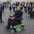 La princesse Victoria et le prince Daniel de Suède en visite dans le comté de Västernorrland le 7 novembre 2011. La visite de l'entreprise Permobil, leader mondial de la production de biens à destination des personnes handicapées, a donné lieu à des scènes cocasses.