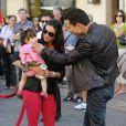 Mario Lopez et sa petite famille à Los Angeles, le 27 octobre 2011.