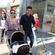 Mario Lopez se comporte comme un vrai papa poule avec sa fille Gia, le 27 octobre 2011 à Los Angeles.