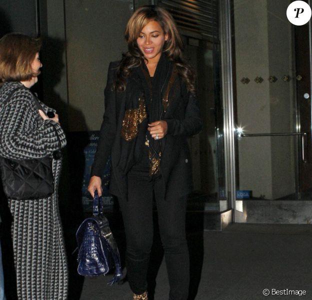 Beyoncé à la sortie de son hôtel à New York le 8 novembre 2011