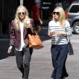 Mary-Kate et Ashley Olsen, créatrices de The Row et Elizabeth And James, à New York le 3 juin 2011.
