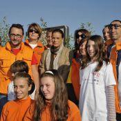 La princesse Stéphanie de Monaco très fière, entourée de gentils marathoniens