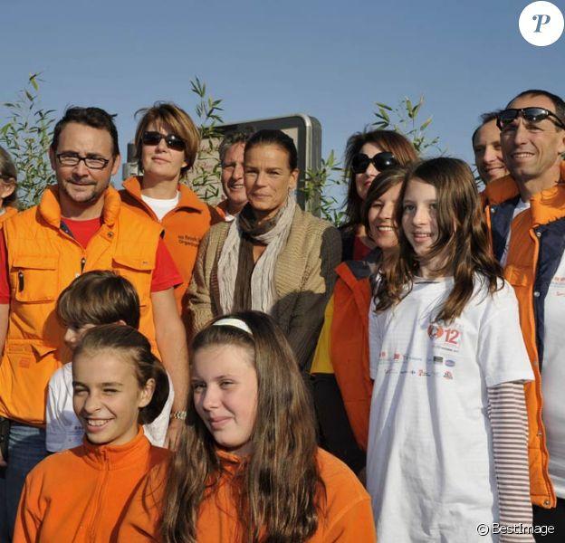 La princesse Stéphanie de Monaco, comme chaque année, donnait le 12 novembre 2011 sur le port Hercule le départ de la course caritative No Finish Line Race, une initiative originale qui se court sur huit jours au profit des enfants défavorisés.