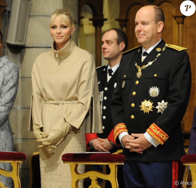 Charlene et Albert lors de la messe donnée en Notre-Dame-Immaculée pour la fête nationale à Monaco. Il s'agit de la première pour Charlene en tant que princesse. Le 19 novembre 2011