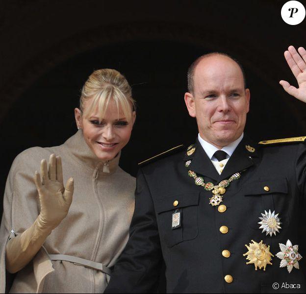 Le couple princier au balcon du Palais pour saluer le peuple monégasque. Le 19 novembre 2011