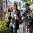 Jessica Alba lors d'une pause familiale à L.A le 23 novembre 2011