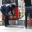 Nikki Sixx a des problèmes avec sa Chevrolet le 17 novembre 2011 à Los Angeles