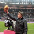 Johnny Hallyday envoie le ballon au Stade de France le 3 décembre pour le match de rugby