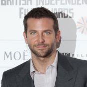 Bradley Cooper : Entouré de beautés, il salue le sacre d'un tyrannosaure