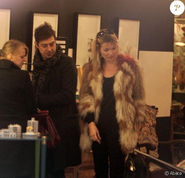 Kate Moss et son mari Jamie Hince font du shopping à Londres le 12 décembre 2011
