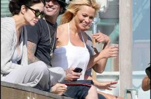 PHOTOS : Pamela Anderson s'amuse sur la plage... avec son ex-mari
