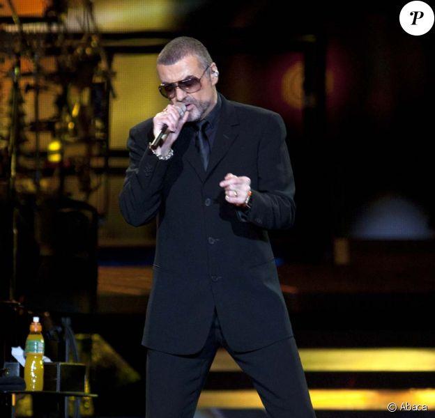 George Michael sur scène à Milan, le 11 novembre 2011.