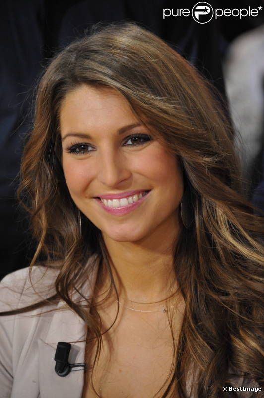 laury thilleman de miss france animatrice sexy et sportive purepeople. Black Bedroom Furniture Sets. Home Design Ideas