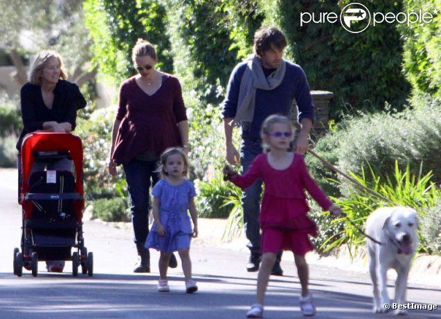Balade en famille pour Jennifer Garner et Ben Affleck, le 1er janvier 2012 à Los Angeles.